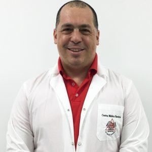 Dr. Víctor Salinas